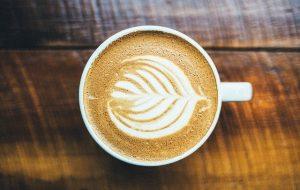 האם שתיית קפה יכולה לעזור לך לרדת במשקל?